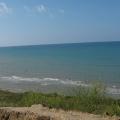Черном море есть пляж возле поселка Волна