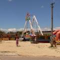 Детские аттракционы на пляже в Тамани